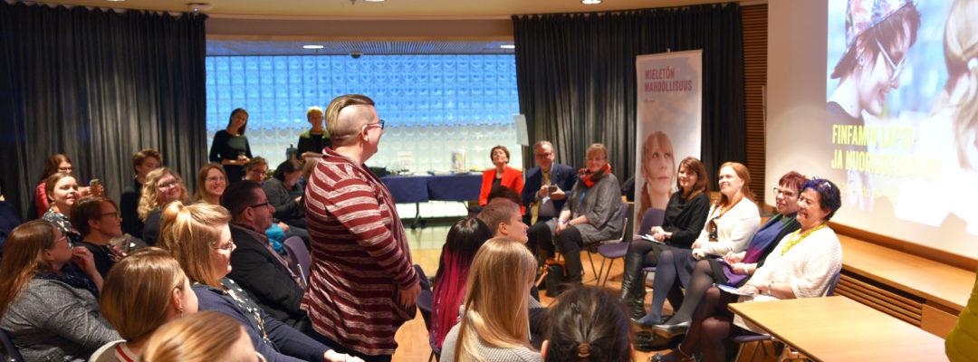 Lapsiomaisten ja nuorten hoivaajien näkymättömyys puhutti FinFamin Lapsi- ja nuorisofoorumissa