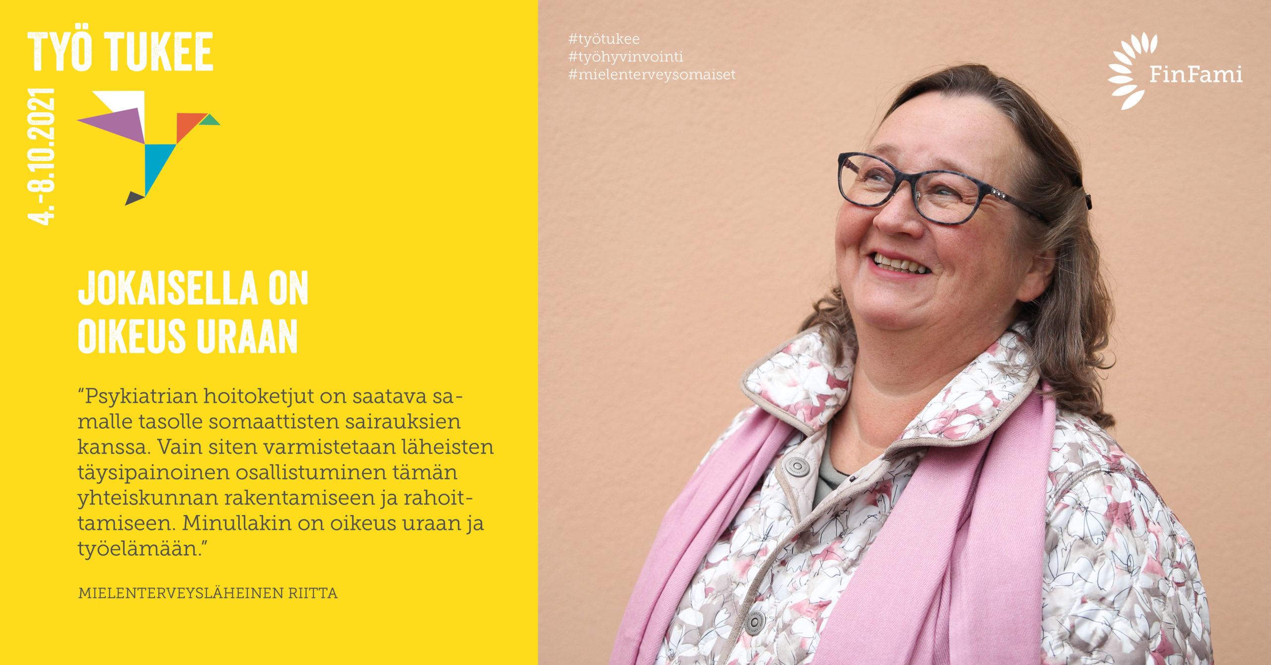 FinFamin Työ tukee -kampanjakuva_Nainen hymyilee vaaleanpunainen tausta_kuva Sara Taskinen